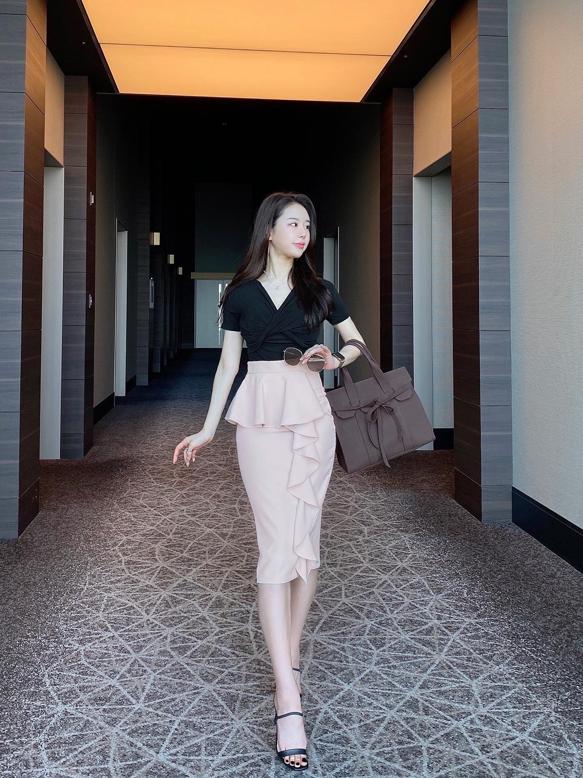 ladyペプラムタイトスカート カラー:ブラック、ピンクベージュ