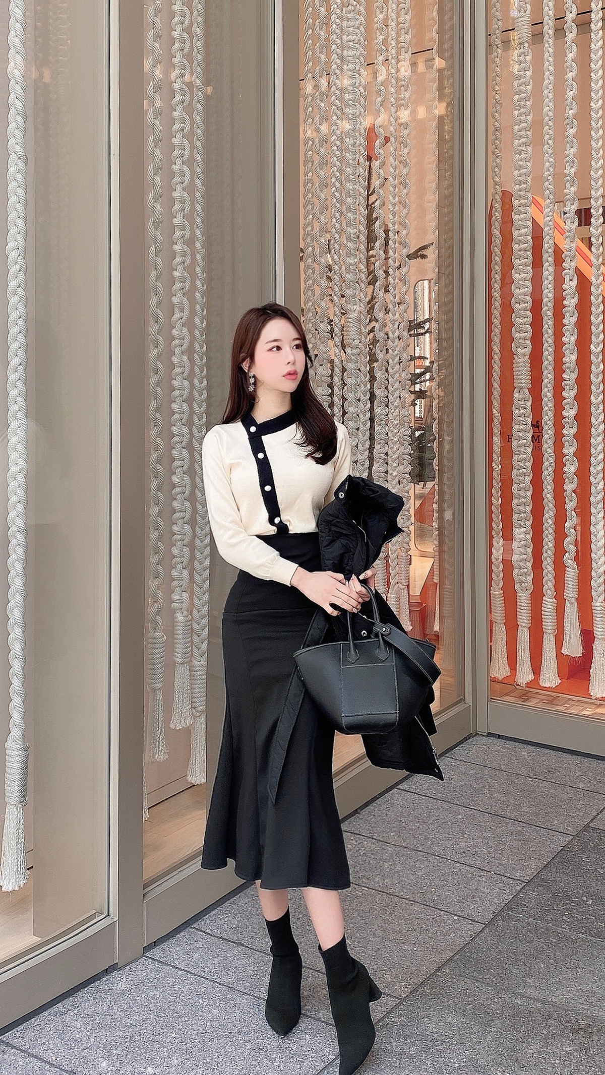 P neck knit top カラー:ブラック、ホワイト、アイボリー